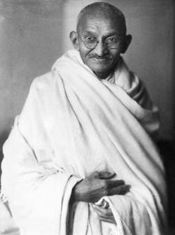 Mohandas Karamchand Gandhī 1869/1948, fue un pensador y político